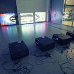 První testy s obřími generátory tepla, tedy projektory.